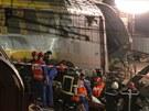 Na místě nehody zasahovaly desítky záchranářů.