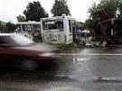 Nejméně 14 lidí v sobotu zahynulo při srážce kamionu s autobusem vezoucím děti...
