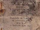 Kupóny na slevu jízdného, které nalezli v jedné z jeskyní na louce před Býčí