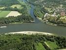 Ústí řeky Moravy do Dunaje pod zříceninou devínského hradu. Zde by vodní...