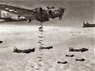 Americké bombardéry B-17 v ostré akci.