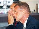Roman Janoušek (vpředu) se svým advokátem Vítem Širokým před hlavním líčením u