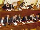 Vláda premiéra Jiřího Rusnoka při jednání Poslanecké sněmovny. (17. července