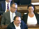 Předseda TOP 09 Karel Schwarzenberg hovoří s poslancem Miroslavem Kalouskem.