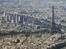 Letecký pohled na centrum francouzské metropole s dominantní Eiffelovu věží.
