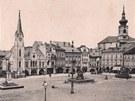 Stará pohlednice Krakonošova náměstí v Trutnově.