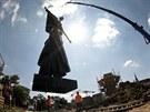 Sochu voj�ka Rud� arm�dy vr�til ve st�edu na podstavec na brn�nsk�m Moravsk�m...