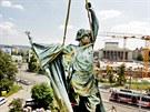 Kvůli vztyčené paži, kterou bojovník údajně symbolicky zastavuje boje o Brno,...