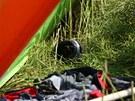 Pád rogala do řepkového pole u letiště v Jaroměři. (10. července 2013)
