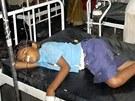Dětem se po školním obědě udělalo špatně a skoro 50 jich skončilo v nemocnici.