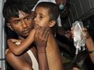 Do obědů, které indická vláda dává chudým dětem zdarma, se dostaly zřejmě