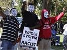 Demonstranti protestuj� proti rozhodnut� poroty, kter� osvobodila Georgea