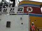 Panama zadržela severokorejskou loď Čongčonkang, když vezla kubánské zbraně