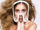 Jm�no sv� t�et� desky Artpop u� si dala Lady Gaga vytetovat na ruku.