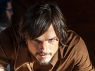Ashton Kutcher jako Steve Jobs ve snímku jOBS