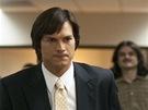 Ashton Kutcher jako Steve Jobs ve sn�mku jOBS