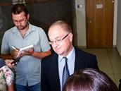 Advokát Jana Pohůnka Michal Hráský u Okresního soudu v Ostravě. (17. 7. 2013)