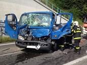 Kabina náklaďáku byla zcela zdemolována. (17.7.2013)