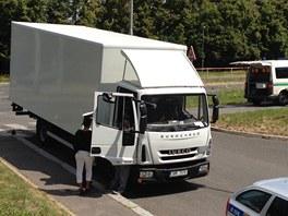 Policisté vyšetřují tragickou nehodu v Lodžské ulici, kdy nákladní vůz srazil