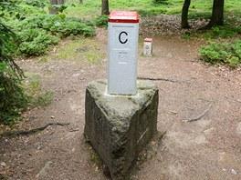 Trojmezný kámen u vrcholu Čihadlo - zde se sbíhají hranice Rakouska, Čech a...