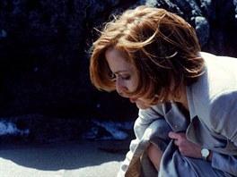 Gillian Andersonová coby agentka Dana Scullyová v seriálu Akta X