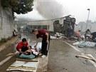 Na místě nehody rychlovlaku pomáhala i řada místních obyvatel (24. července...