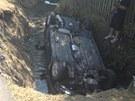 """Fiat Bravo, který jeho řidič """"zaparkoval"""" do potoka u Hostouně na Kladensku"""
