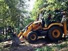 Odstraňování následků havárie vodovodního potrubí v pražských Kobylisích