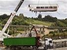 Odstraňování trosek vlakového neštěstí ve Španělsku (25. července 2013).