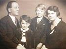 Rodina Oherstein před válkou, přežil jen Pavel, druhý zleva.