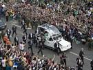Papež Franišek přijíždí do dějiště nedělní mše (28. července)