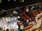 Autobus v Itálii spadl z viaduktu do rokle, zemřeli téměř všichni, kteří v něm