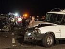 Než se italský autobus zřítil do rokle, naboural několik dalších aut (29.
