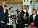 Ceremonie za účasti členů norské vlády. Premiér Jens Stoltenberg je druhý