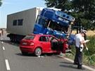 Nehoda kamionu, nákladního a osobního auta u obce Oseček na Nymbursku.