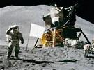 Americké vlajky z nylonu už na Měsíci vybledly