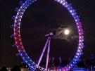 Obří Londýnské oko se na počest narození prince z Cambridge rozsvítilo v