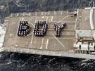 Příslušníci britského královského námořnictví si narození prince z Cambridge...