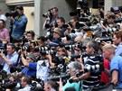 Novináři před nemocnicí St. Mary v Londýně (23. července 2013)