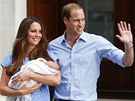 Princ William s man�elkou Kate uk�zali prvorozen�ho syna (23. �ervence 2013).