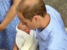 Princ William a jeho prvorozený syn (23. července 2013)