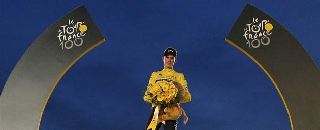 KRÁL. Britský cyklista Chris Froome vyhrál stý ro�ník Tour de France.