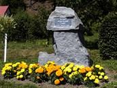 Ničivou povodeň v roce 1998 v Kounově u Dobrušky připomíná památník.