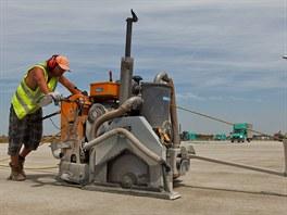 Rekonstrukce hlavní dráhy na letišti v Ruzyni