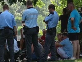 Policisté na Žofíně hledají svědky nehody, kdy parník srazil ženu na šlapadle