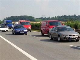 Nehoda na 9. kilometru exitu Úžice zkompikovala provoz na dálnici D8 směr...