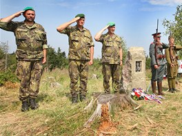 Čestná stráž u památníku generála Josefa Šnejdárka na vrchu Polední v