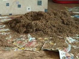 18 kilogramů nezdaněného tabáku našli celníci v bytě prodejců.