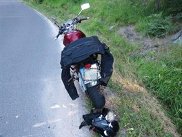 Nehoda motorky u Bartošovic v Orlických horách. (21. 7. 2013)