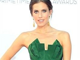 Here�ka Allison Williamsov� s�hla po smaragdov�ch �atech od Oscara de la Renty,...